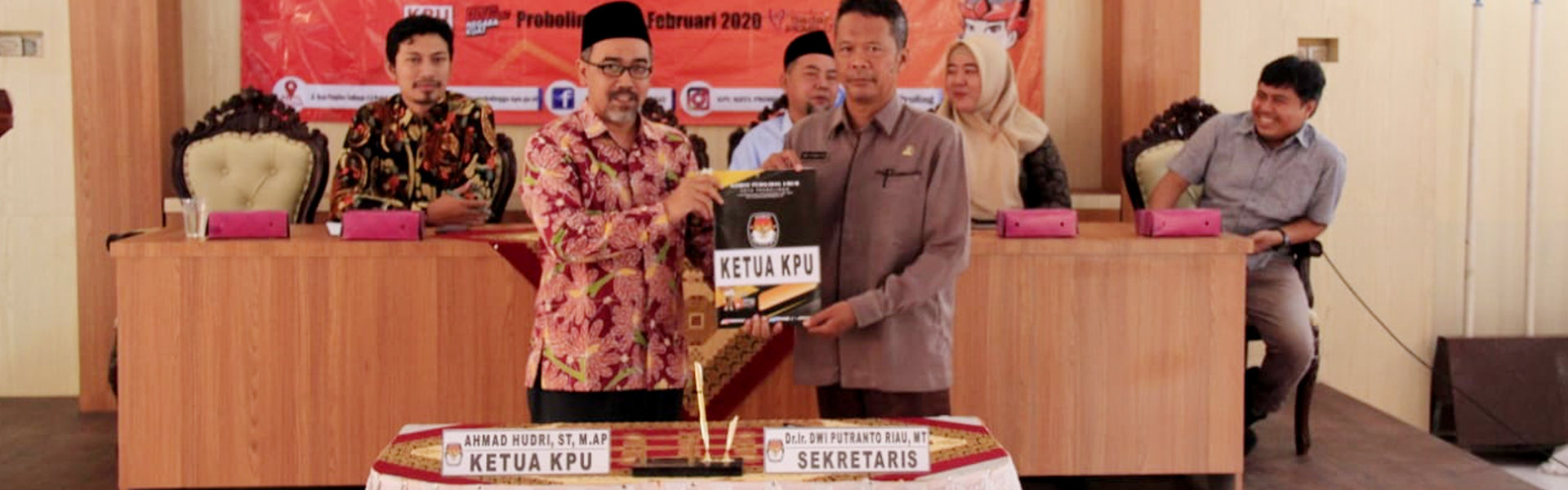 Ketua dan Sekretaris KPU Kota Probolinggo